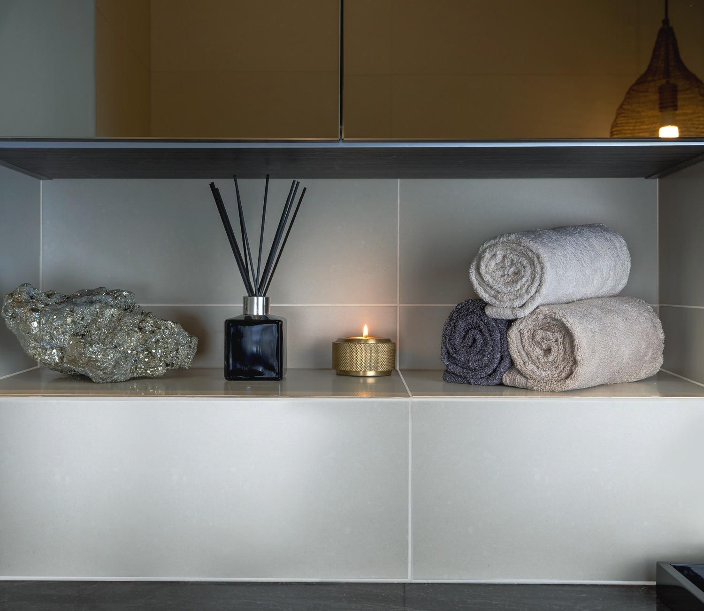 s60-organic-cotton-japanese-towels-bath-shelf-feature