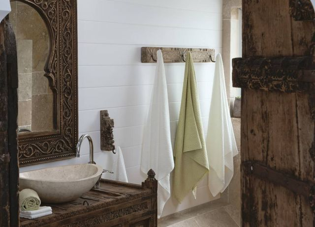 ORGANIC BAMBOO BATH TOWELS  Silken bamboo absorbency with a refreshingly thin profile for those who like it light, ecological & smart. White, beige & green. Made in Japan.  atlasandeden.com.au/shop/organic-bath/towels/japanese-organic-bamboo-bath-range